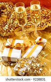 golden theme romantic dinner with gifts