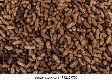 Golden unshelled peanuts