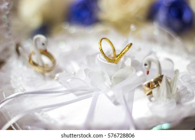 Golden Wedding rings whit white and soft decoration