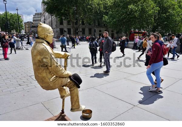 goldenbronze-man-living-statue-trafalgar