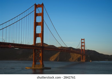 Goldengate Bridge viewed from Crissy Field, Presidio National Park, San Francisco Bay