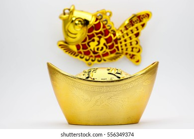 Goldfishes and Chinese gold ingot mean symbols of wealth and prosperity.Non-English in an image is mean lucky charm ( in English )