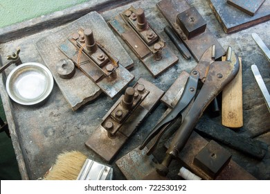 Goldsmith makes gold necklace and jewelry. crafting tools