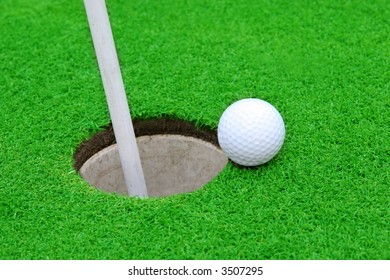 Golf ball on green to cup