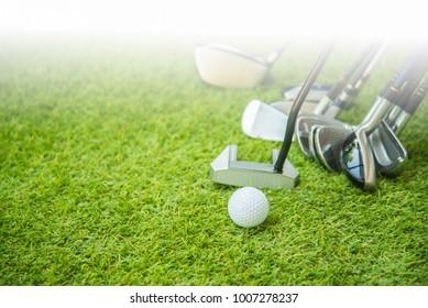 Golf ball on green and set og golf club.