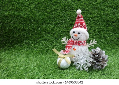 Golf ball with Snowman for golfer's Christmas holiday