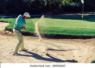 Golf. Sand trap play