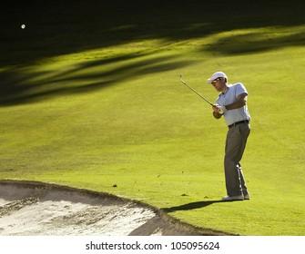 Golfer chips off the fairway