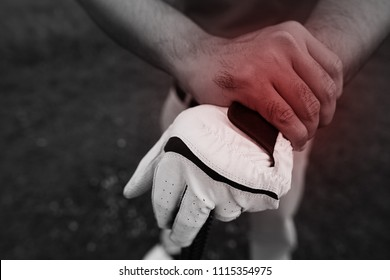 Golfers are injured the wrist while playing golf