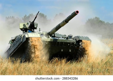 Goncharovsk, Ukraine - 30 August 2005. Main battle tank T-64 Bulat in the attack.