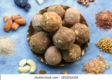 Gond & methi ke laddoo. Sweet Dink laddu also known as Dinkache ladu in Marathi. Recipe ingedients such as fry fruits, Fenugreek seeds, Khaskhas, Edible gum, Garden Cress Seeds, sugar. copy space.