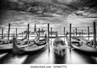 Gondolas in movement befor the San Giorgio Maggiore.