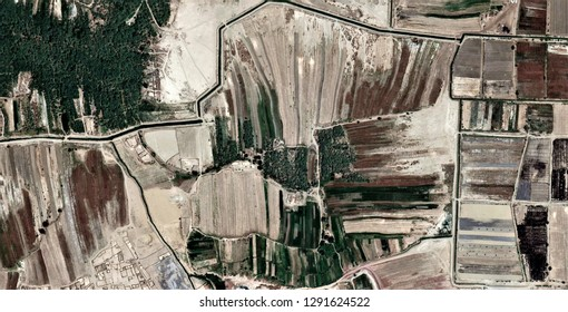 Gone with the Wind, The power of the wind, farms of human crops in desert, tribute to Pollock, abstract photography of the deserts of Africa from the air, abstract expressionism, abstract naturalism.