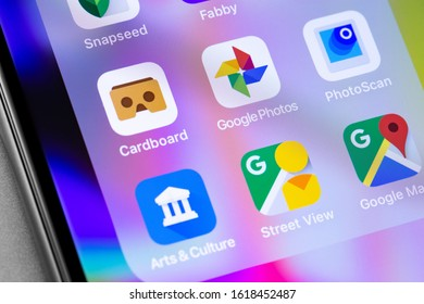 Google Photos, Cardboard, PhotoScan icons applications on the screen smartphone. Google is world's most popular search engine. Moscow, Russia - November 25, 2019
