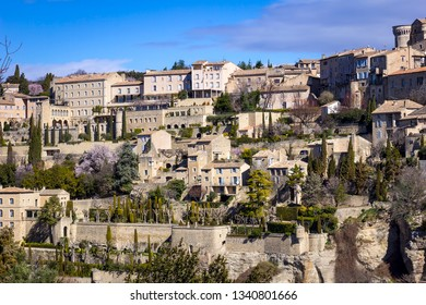 Gordes is a commune in the Vaucluse. Gordes is located 38 kilometres east from Avignon.The village itself is located on a giant calcareous rock from the Vaucluse Mountains, dominating the valley.