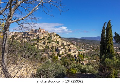 Gordes is a commune in the Vaucluse. Gordes is located 38 kilometres east from Avignon.The village itself is located in the center of the commune, on a giant calcareous rock from the Vaucluse Mountain