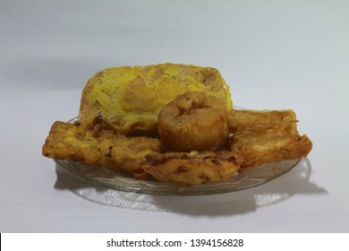 gorengan : fried food is one type of popular snack in indonesia