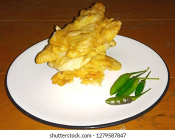 gorengan or fried foods are foods made from tempe, tofu, etc., fried foods are found in Indonesia