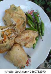 gorengan (tahu isi / tahu brontrak) and green cayenne on a plate