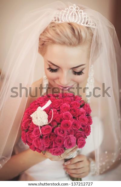 Gorgeous Bride Blonde Wedding Bouquet Makeup Stock Image
