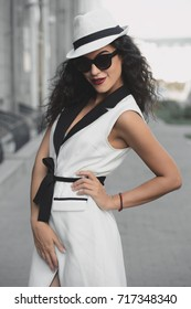 Gorgeous fashionable woman on a city street. Beauty, fashion concept. Make-up and cosmetics.