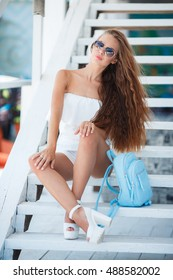 Gorgeous portrait of a young woman outdoors. beautiful smile and carefree attitude. girl with long healthy hair in sunglasses