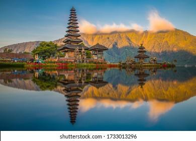 Gorgeous sunset at Pura Ulun Danu Bratan temple in Bali