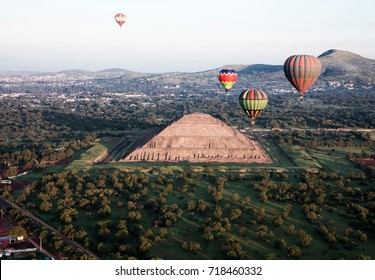 Gorgeous view of Teotihuacan, The Sun´s Pyramid surrounded by hot air balloons, shot take at the dawn.