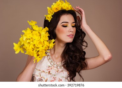 Gorgeous woman with bouquet of yellow flowers