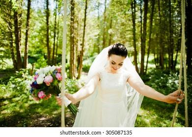 Gorgeus brunette bride outdoors