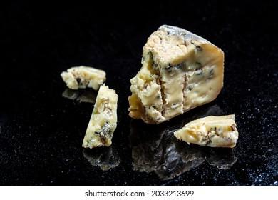 gorgonzola cream cheese, blue cheese french, dorblu, mold, roquefort, Restaurant menu dieting cookbook recipe,