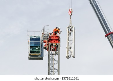 Gosford, New South Wales, Australia - April 9, 2019: The disassembly of a tower crane from new home units building construction site at 47 Beane St. Update ed314.