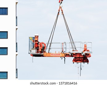 Gosford, New South Wales, Australia - April  9, 2019: The disassembly of a tower crane from new home units building construction site at 47 Beane St. Update ed320.