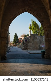 Gothic arch and walk to Suleiman mosque in medieval City of Rhodes (Rhodes, Greece)