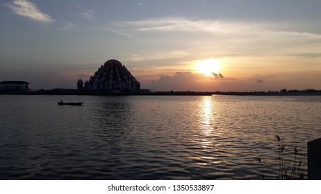 Goto Sunset on Makassar
