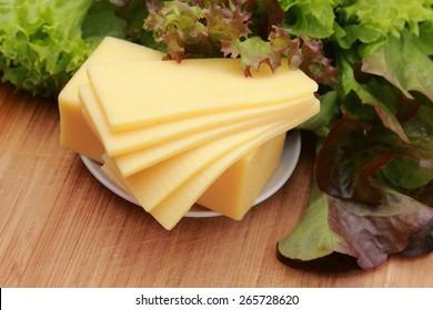 Gouda cheese and green salad