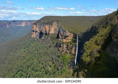 Govetts Leap Falls (Bridal Veil Falls) descending into the Grose Valley located within the Blue Mountains National Park in the Blue Mountains region of New South Wales, Australia.