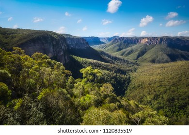 Govetts Leap Lookout, Blackheath, Blue Mountains National Park, New South Wales, Australia. The vast gorge was shaped by Grosse stream eroding through the upper most basalt layer.