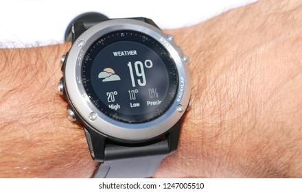 gps smart sports watch
