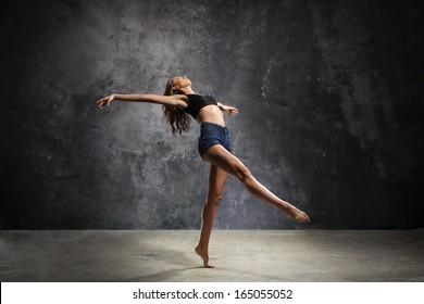 Graceful dancer/Beautiful young dancer in a sensual pose