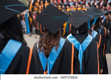 Graduates wear graduation gowns,Ceremonies of university graduates.