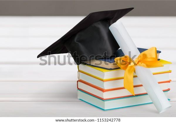 Ornament - Origami Paper Graduation Hat | 420x600