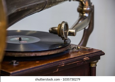 gramophone head and vinyl disk close up