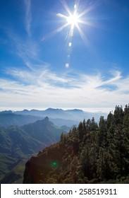 Gran Canaria, Caldera de Tejeda, cirrus clouds and star-shaped sun over Roque Bentayga