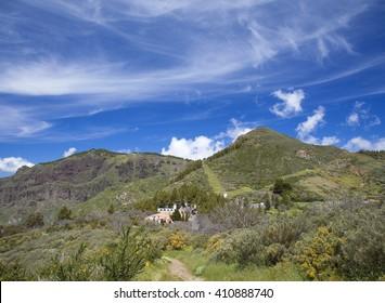 Gran Canaria, Caldera de Tejeda in April, Cruz de Tejeda from Morro de Armonia, Cirrus Clouds