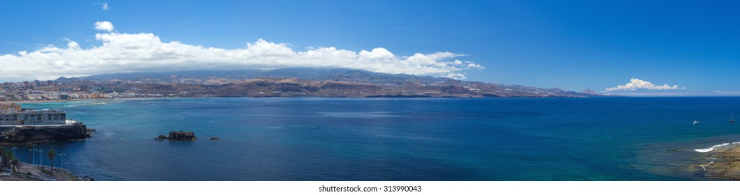 Gran Canaria, extra large panorama from La Isleta, Las Palmas, El Confital beach on the right, Las Canteras on the left,