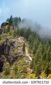Gran Canaria, May, hiking route Cruz de Tejeda - Artenara, view into Caldera de Tejeda, clouds rolling from the right
