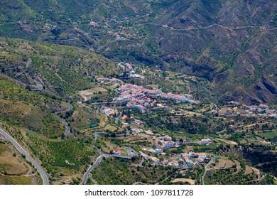 Gran Canaria, May, hiking route Cruz de Tejeda - Artenara, view into Caldera de Tejeda towards Tejeda village