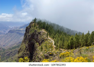 Gran Canaria, May, hiking route Cruz de Tejeda - Artenara, path going up Montana de Artenara, cloud moving into caldera from the right