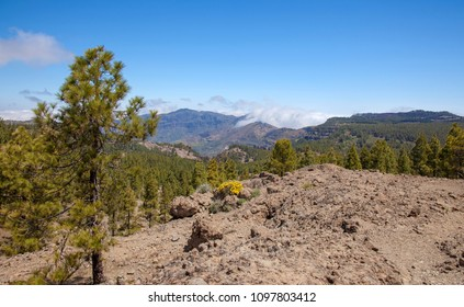 Gran Canaria, May, view over Caldera de Tejeda towards clouds rolling over the lip of the caldera